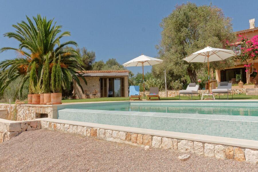 Ansicht Haus mit Pool