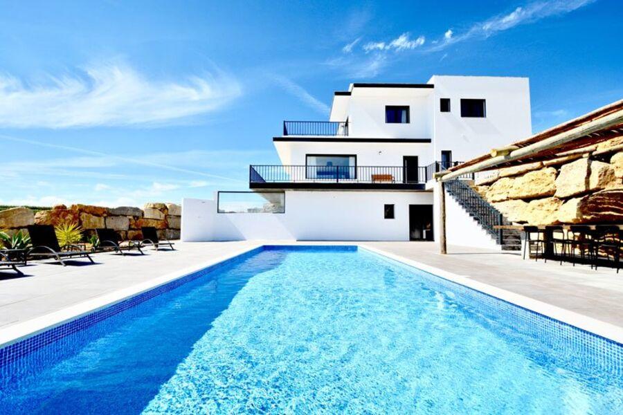Moderne Villa mit privatem Pool
