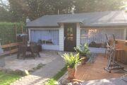 Außenansicht mit Terrasse und Grillecke