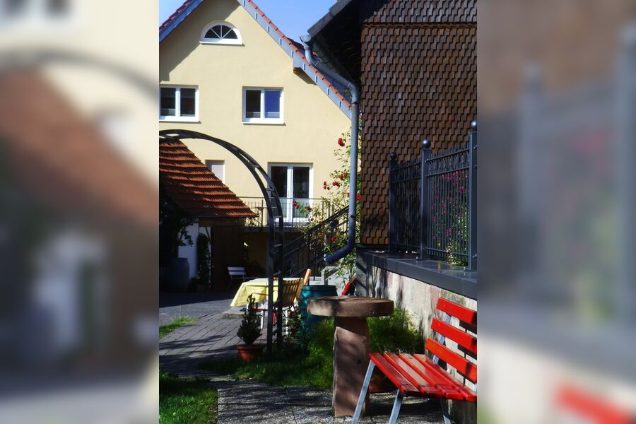 Blick vom Garten zum Haupthaus