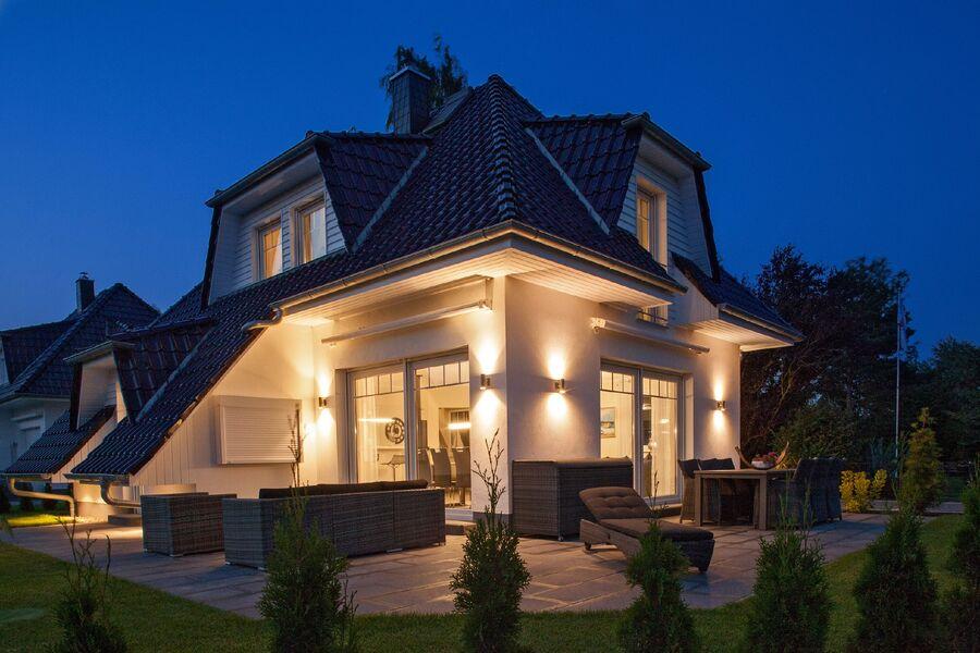 Terrasse mit Lounge-Möbeln & outdoor TV