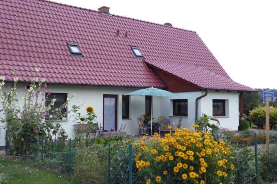 Eingang zu Ferienwohnung mit Terrasse