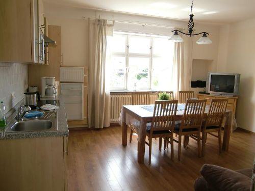 Pastorstube: Wohnraum mit Küchenzeile