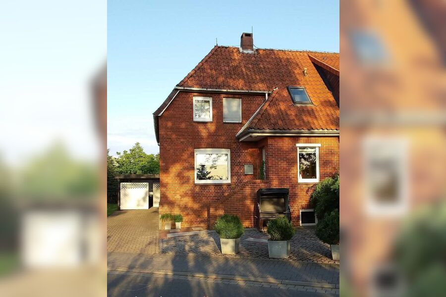 Die überdachte Lounge-Ecke mit gemütlichen Matratz