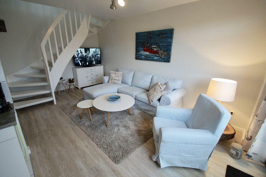 Wohnzimmer mit großem Flat-TV