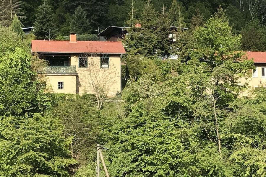 Blick auf das Haus vom Dorf