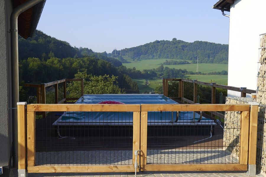 privater Pool mit Blick