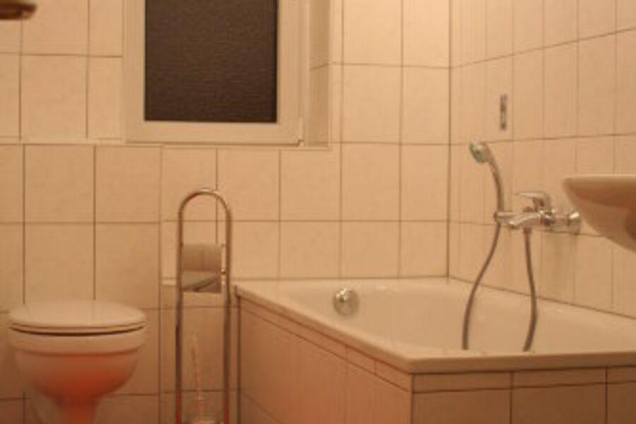 Bad mit Wanne große Wohnung