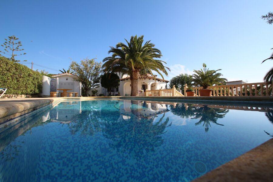 pool 4x10 m Außendusche Gartenhaus mit