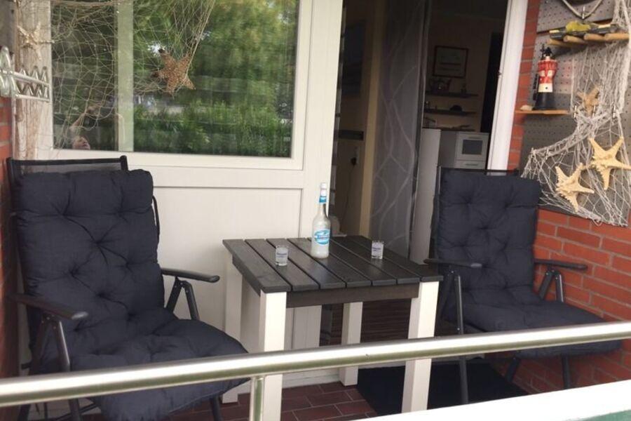 Gemütlicher Balkon mit Windschutz