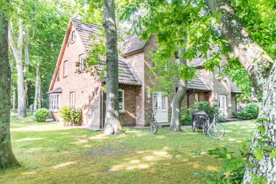 Der Hausteil befindet sich auf der linken Seite.