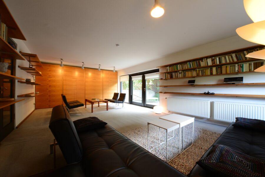 Großer Wohnraum mit Terrasse