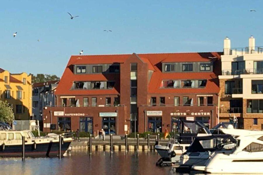 Haus von vorne  Yachthafen Lounge