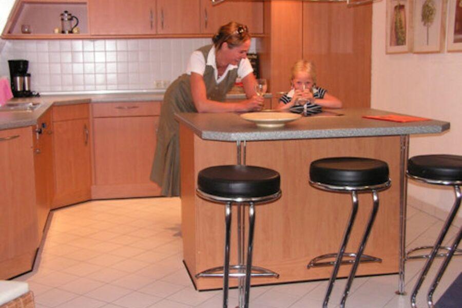 Die Küche ist modern und komfortabel