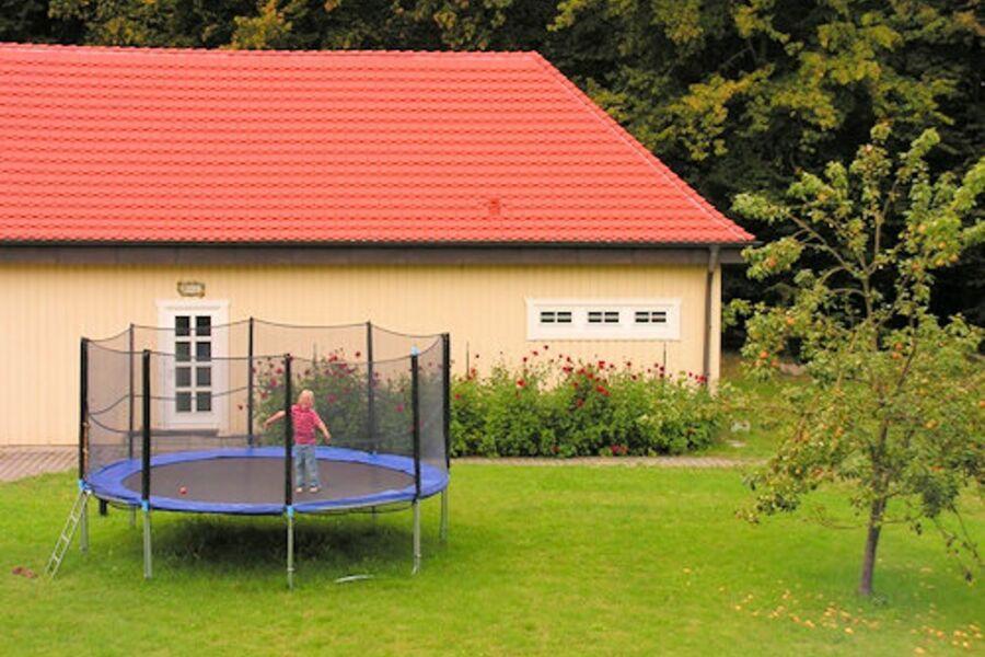 Riesentrampolin im eigenen Garten