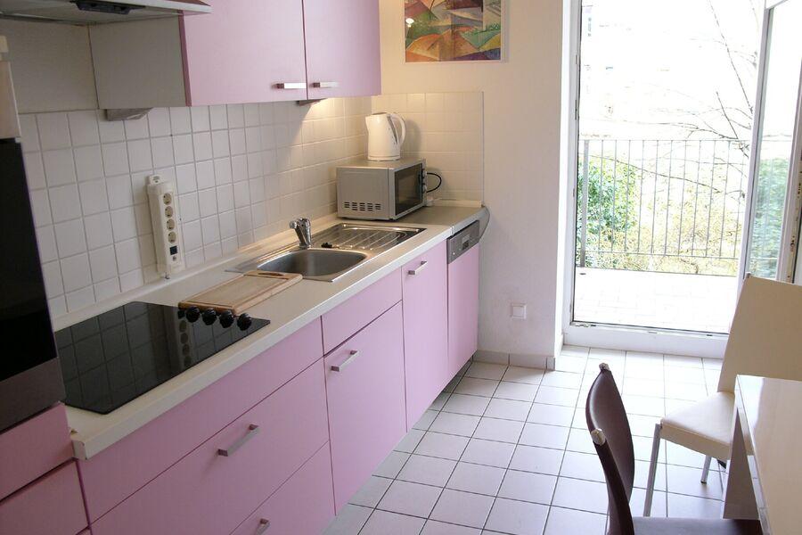 Küche mit Balkon