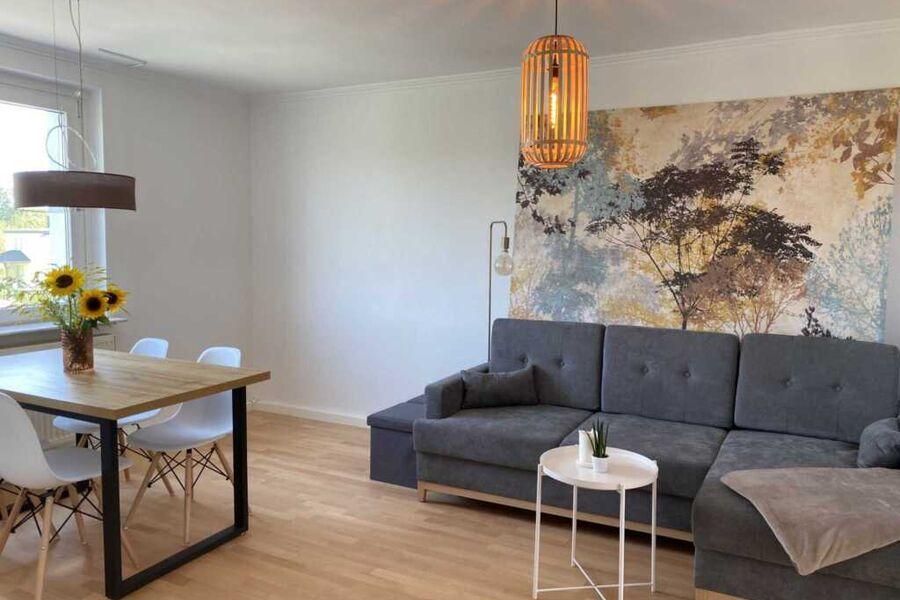 Zentrum der Wohnung mit großzügigem Essbereich und