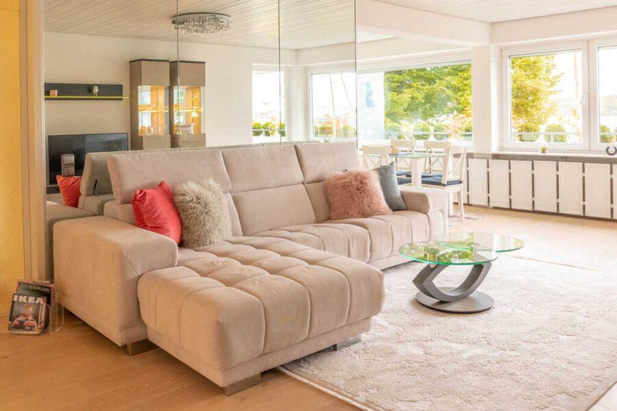 FeWo Düsternbrook Wohnzimmer mit Couch