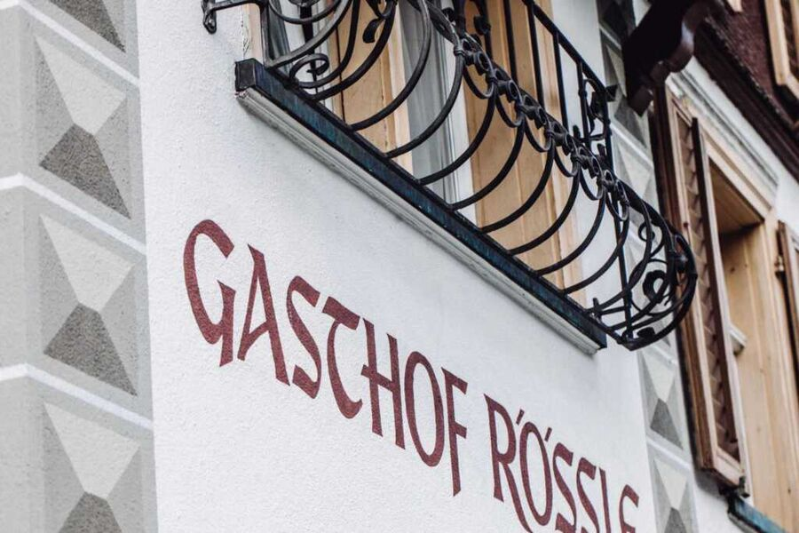 Gasthof Rössle und die Pfarrkirche Braz - Nikolaus