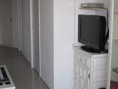 Wohnzimmer mit deutschem Fernsehprogramm