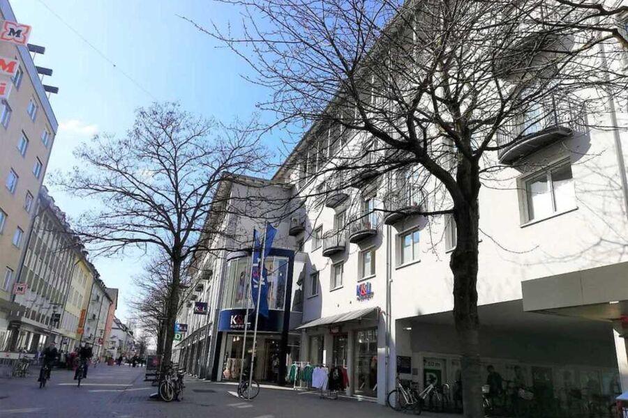 Außenansicht und Fußgängerzone - Einfahrt PKW nur
