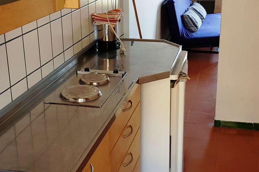 Küchenzeile Blick ins Wohnzimmer