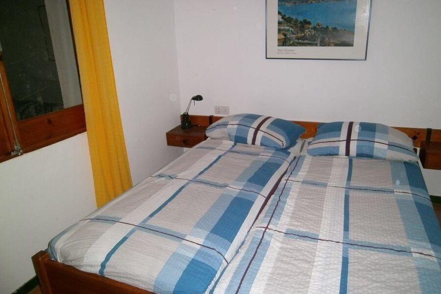 Schlafzimmer im kühlen Untergeschoss