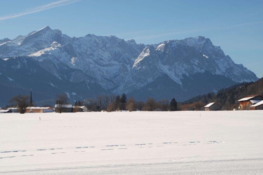 Blick v.Farchant auf Zug-und Alpspitze