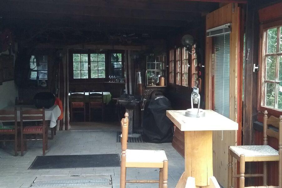 rustikale  Almstube mit Grillplatz