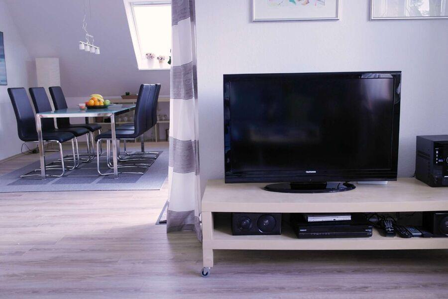 Wohnzimmer TV + Radio