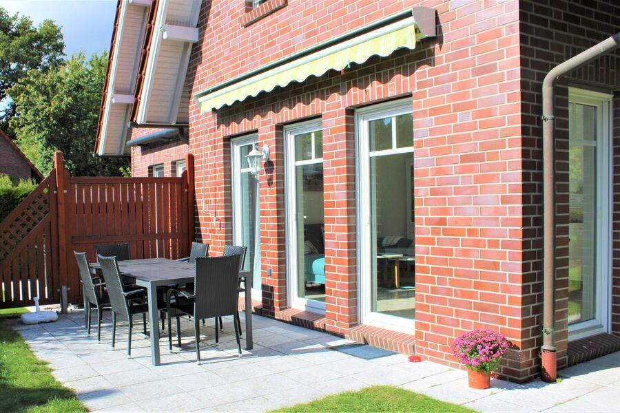 große Terrasse und Garten für Sonnentage