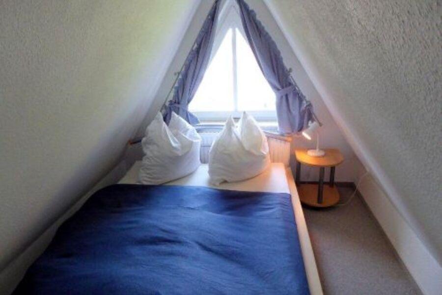 französisches Bett im Dachstudio