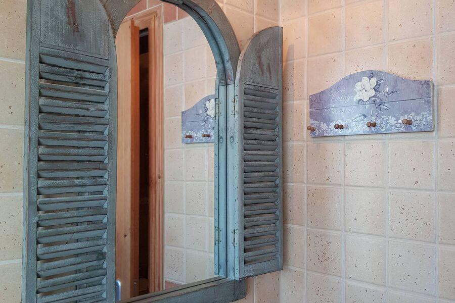 """""""OSTSEESAND""""  Bad mit Fenster und Dusche"""