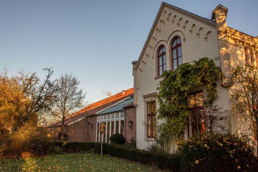 Hof mit Wintergarten