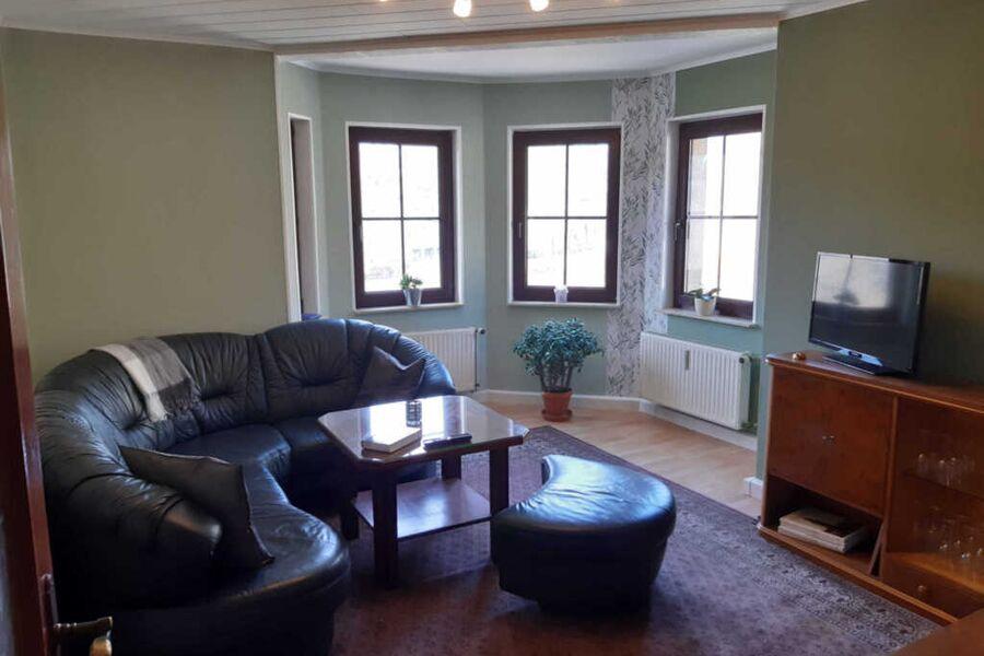 Wohnraum mit schöner Eckfensterfront