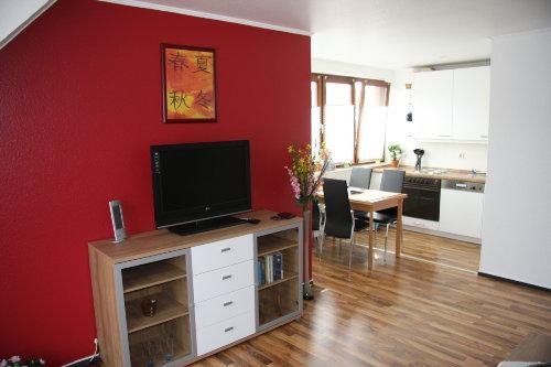 Blick vom Wohnzimmer zur Küche