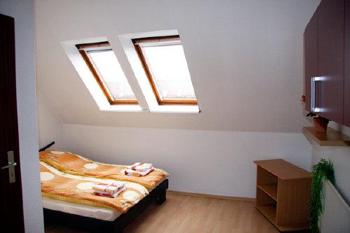 2. Schlafzimmer mit Doppelbett 140x200