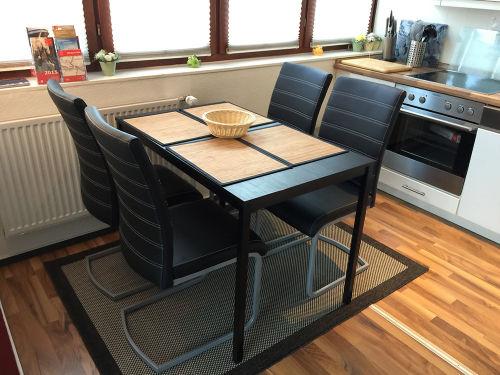 neuer Esstisch mit neuen Stühlen in 2015