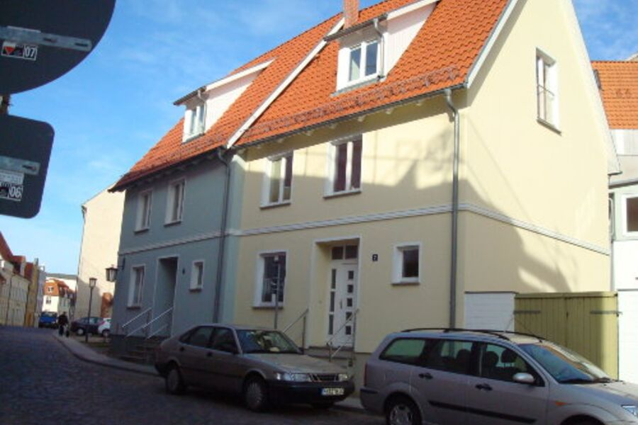 Schillstrasse 2 und 3 (von rechts )