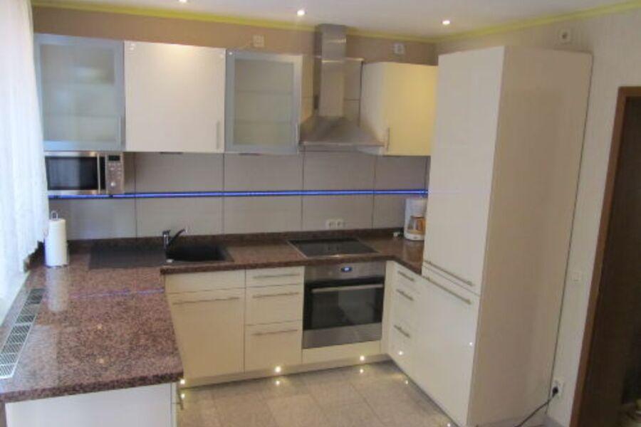 Küche mit Granit Arbeitsplatte