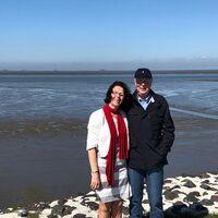 Vermieter: Manfred & Ria Sohrt am neuen Klimadeich
