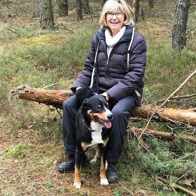 Vermieter: Gastgeberin mit Hund