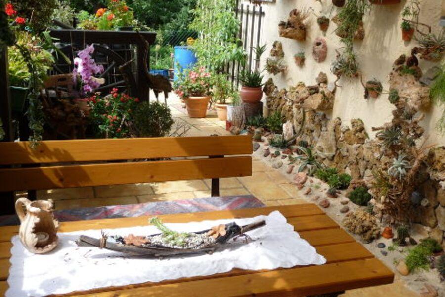 Fernöstlicher Gartenteil mit Sitzecke