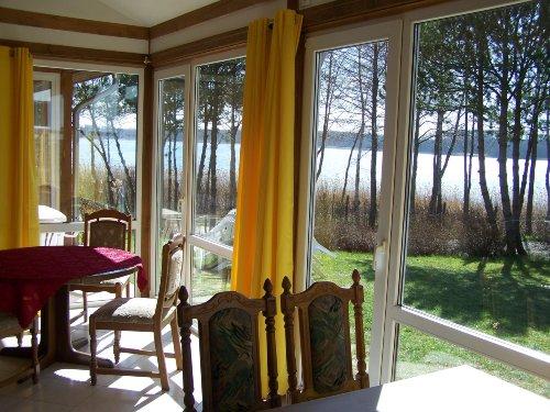 Blick aus Wintergarten auf unseren See