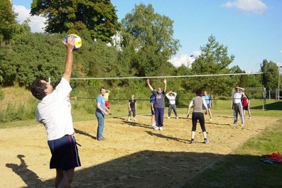 Volleyball, Fußball, Tischtennis, Dart