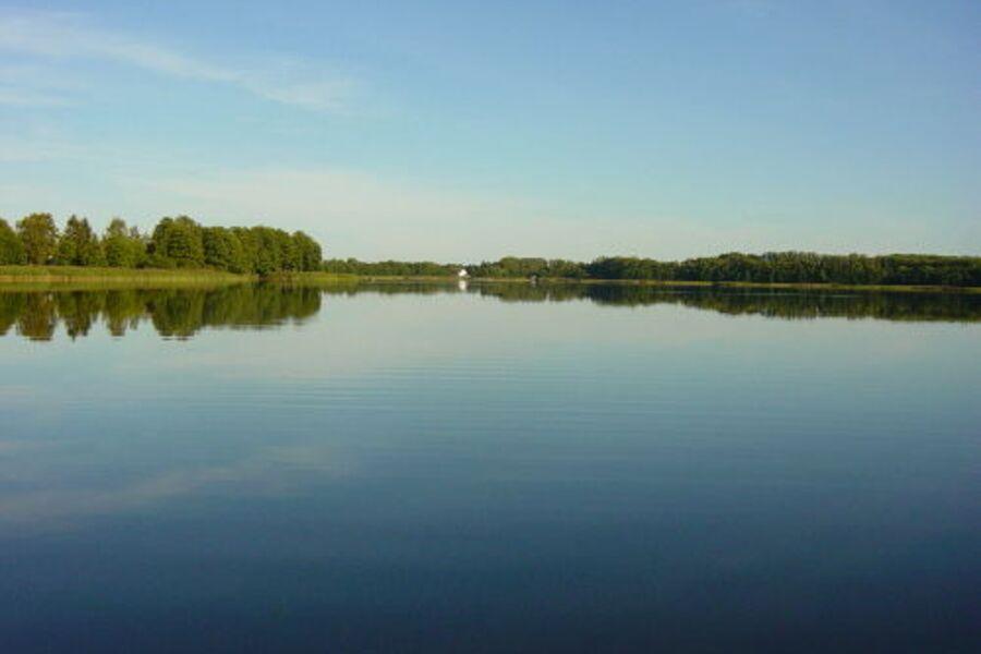"""FeWo """"Schweriner-Seenplatte"""" EG am See"""