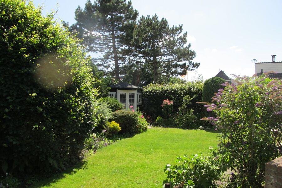 Bungalow mit idyllischen Garten