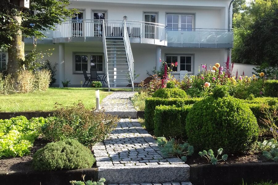 Blick vom Gartenteich