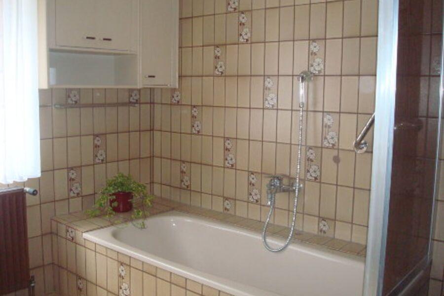 Bad mit Wanne un Dusche