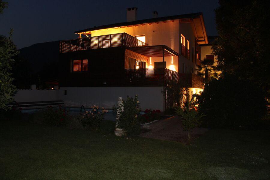 Der Krösshof am Abend